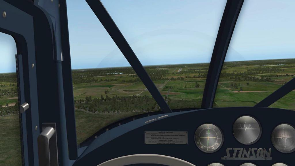 Stinson_108-3_Flying approach.jpg
