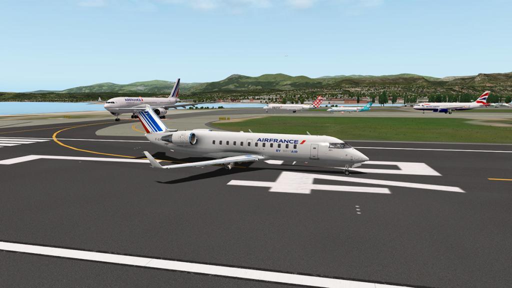 CRJ200_LFMN 4-1.jpg