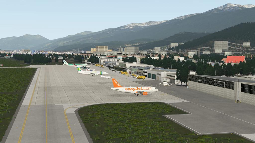 LOWI - XP11 - Airport 1.jpg