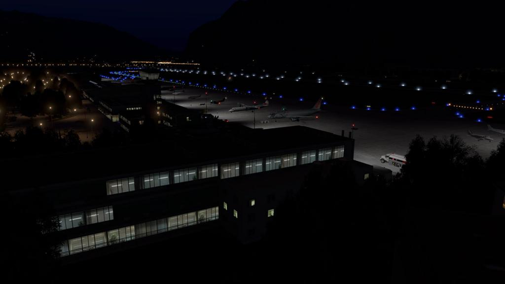 LOWI - XP11 - Airport Night 4.jpg