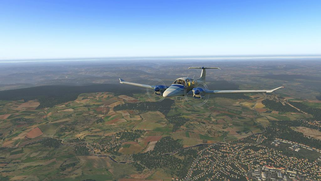 DA42_Flying 9.jpg