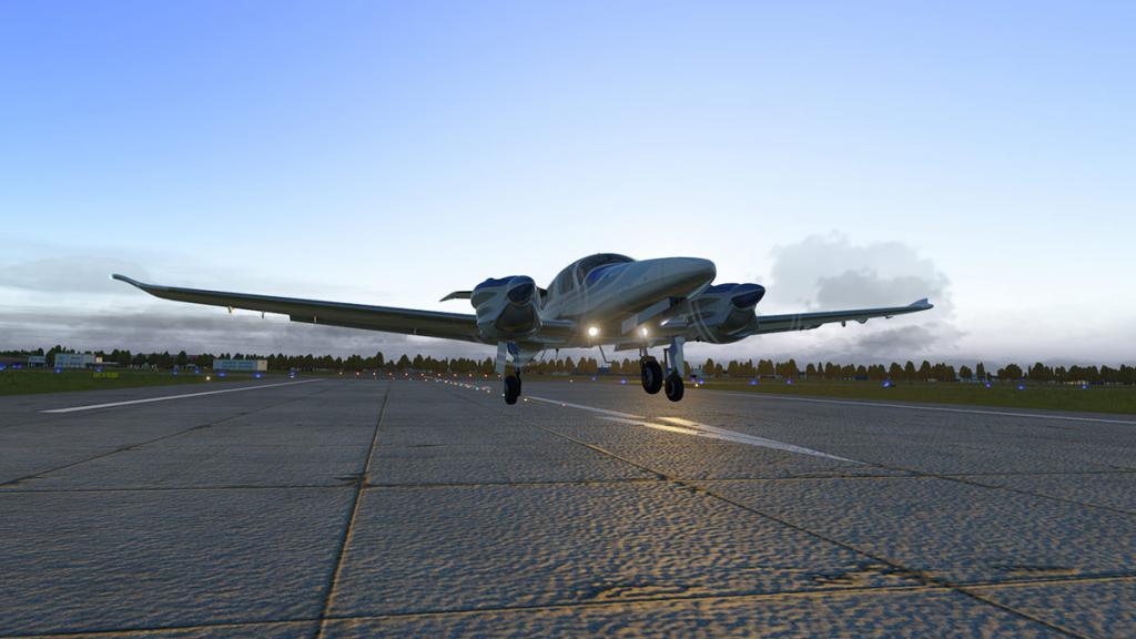 DA42_Flying 23.jpg