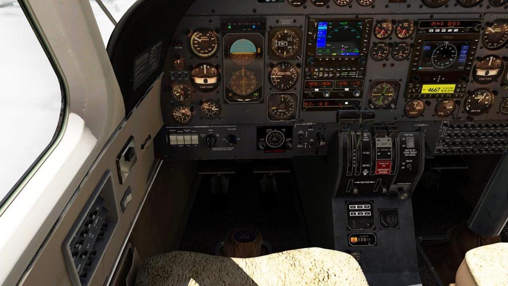 Car_690B_TurboCommander_Cockpit 5.jpg