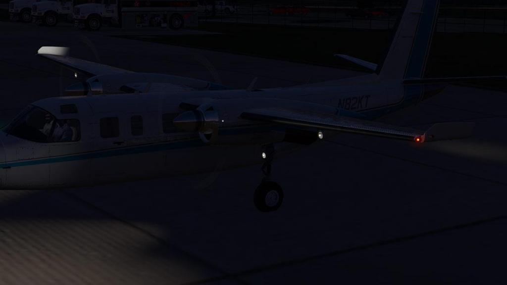 Car_690B_TurboCommander_Landing Lights 4.jpg