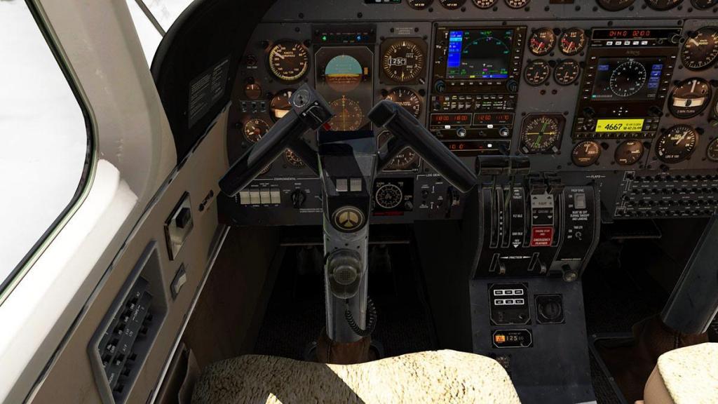 Car_690B_TurboCommander_Cockpit 4.jpg