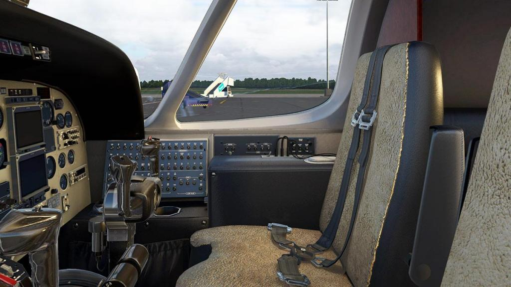 S550_Citation_II_Cockpit 12.jpg