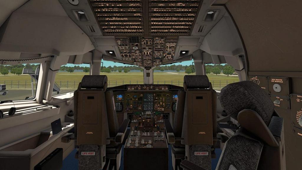 767-300F_Cockpit 1.jpg